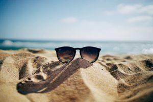conges lunettes dans le sable